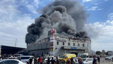 بالصور.. انهيار مركز تجاري في إسرائيل بعد أن التهمته النيران